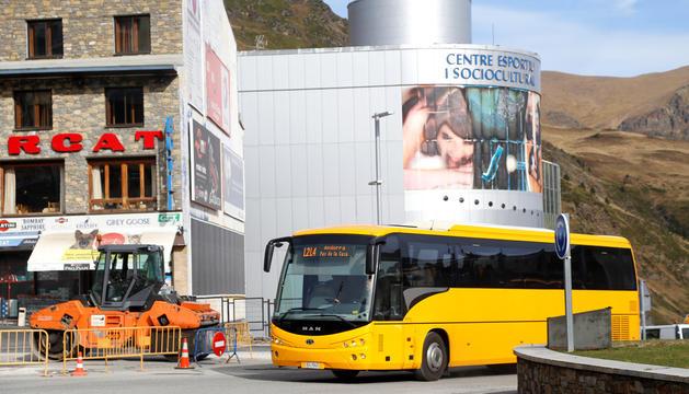 L'autobús que connecta la capital amb el Pas de la Casa.