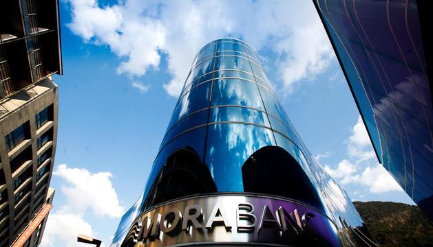 Edifici de la seu central de Mora Banc.