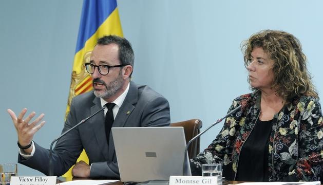 Víctor Filloy i Montse Gil durant la presentació de la memòria de treball delSAD