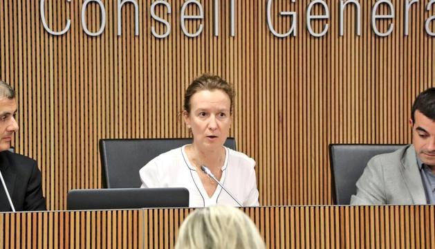 La ministra de Medi Ambient, Sílvia Calvó, en la comissió legislativa de política territorial, urbanisme i medi ambient d'aquesta tarda