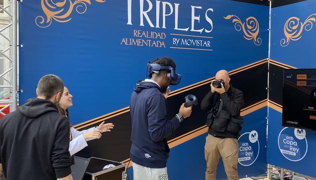 Frantz Massenat amb un joc de realitat virtual.
