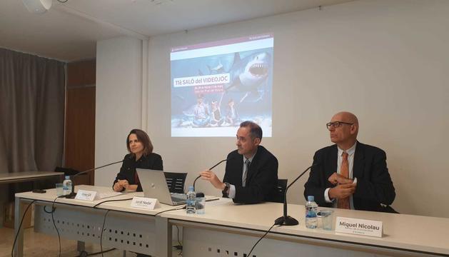 La cònsol major d'Escaldes, Rosa Gili, el director general d'Andorra Telecom, Jordi Nadal, i el rector de l'UdA, Miquel Nicolau, durant la presentació de l'onzena edició del Saló del Videojoc