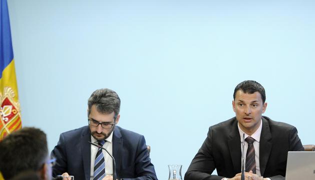 El ministre portaveu, Eric Jover, i el titular de Presidència, Economia i Empresa, Jordi Gallardo, durant la roda de premsa posterior al consell de ministres