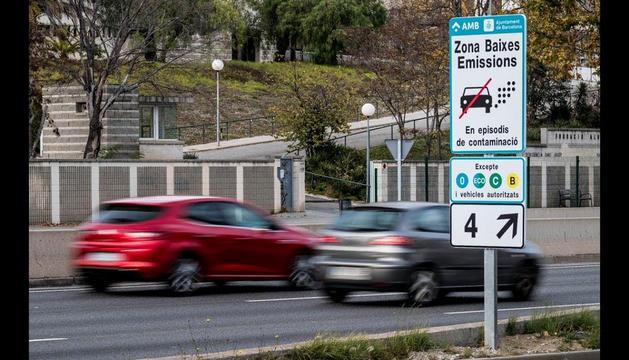 A partir de l'1 d'abril es començarà a multar els vehicles que no estiguin registrats.