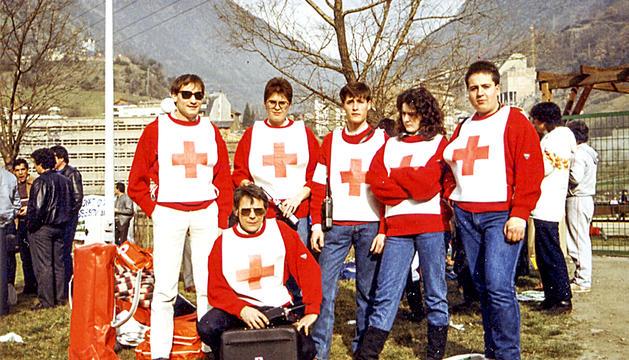 Voluntaris en el cros internacional celebrat al poliesportiu d'Escaldes el 1987.