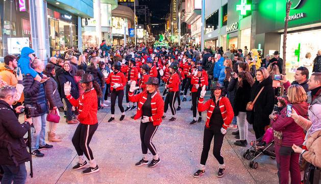 Deu comparses i 400 participants a la rua de la Capital i Escaldes