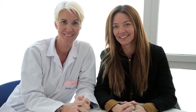 Helena Mas i la llevadora durant l'entrevista.