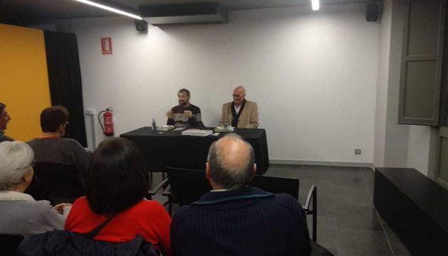 L'escriptor Lluis Carbonell i l'historiador Lluís Obiols presenten el llibre 'Els néts d'en Damià i els patriotes oblidats'