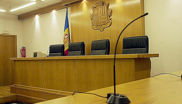 Sala tres del tribunal.