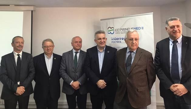 Els representants de les cambres de comerç de Catalunya, França i Andorra que participen en l'acord