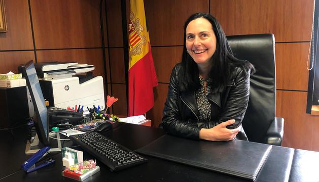 La cònsol major massanenca, Olga Molné, al seu despatx.