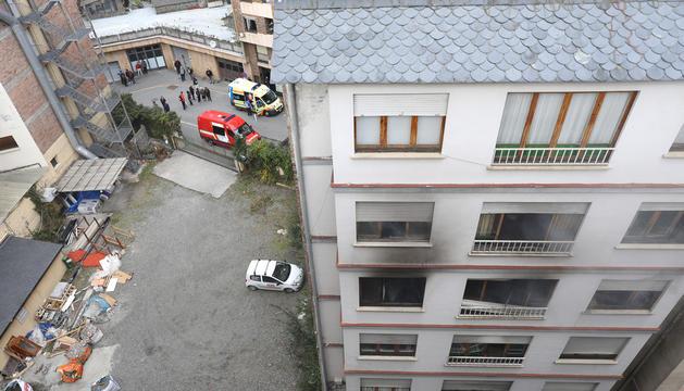 Bloc de pisos incendiat dilluns a Sant Julià.
