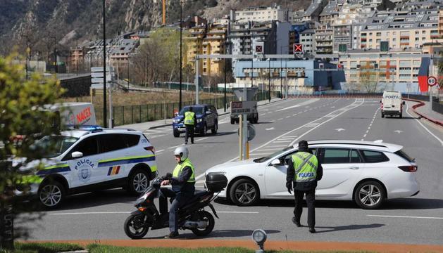 La policia es troba realitzant controls als vehicles