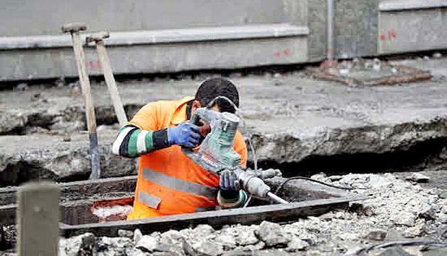 Un treballador de la construcció abans de l'aturada de l'activitat.