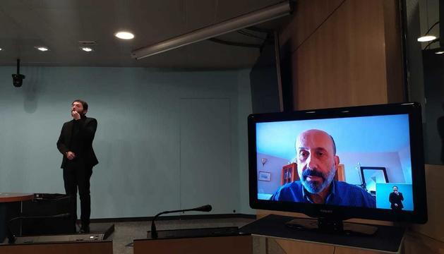 Martínez Benazet ha fet de nou una roda de premsa confinat a casa