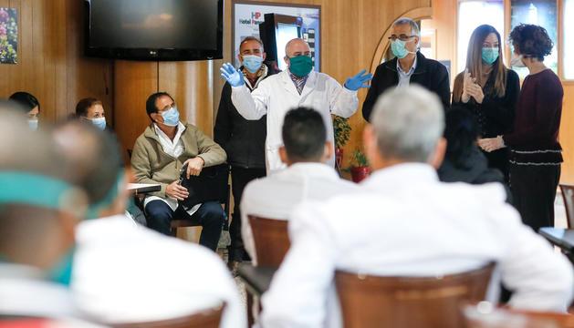 Els metges i infermeres cubans en un hotel d'Escaldes, ahir.