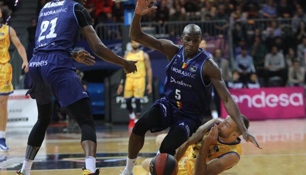 Sy i Diagne al darrer partit disputat al Poliesportiu.