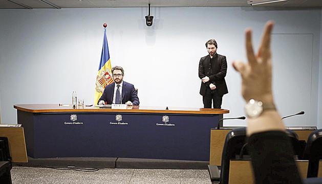 El ministre portaveu, Eric Jover, instants abans d'iniciar la roda de premsa.