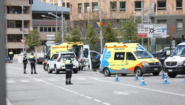 Dues ambulàncies s'han desplaçat fins el lloc dels fets