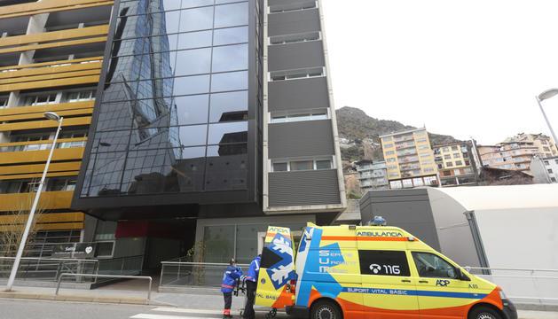 Una ambulància davant la residència Salita la setmana passada