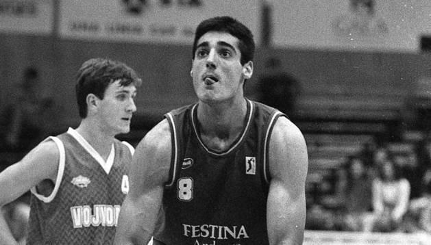 Berni Tamames, en un duel de Copa Korac amb la samarreta del Festina Andorra.