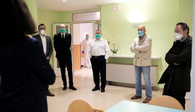 Filloy, Benazet i Espot durant la visita a un centre sociosanitari.