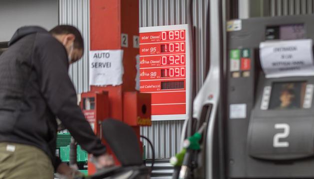 Una de les gasolineres del Principat, ahir.