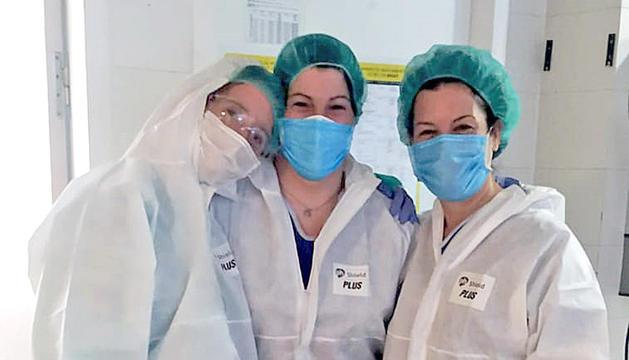La Bàrbara Ribas (al mig) amb dues companyes de l'UCI.