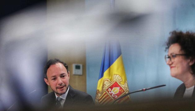 Xavier Espot i Judith Pallarés han presentat el projecte de llei de rebaixa de salaris
