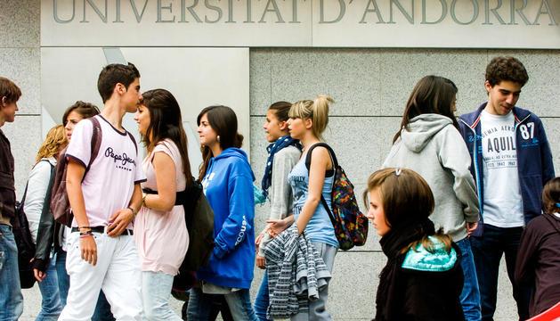 La majoria d'estudiants ja no hauran d'acudir presencialment a la Universitat al juny.