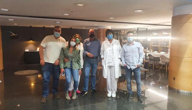 Responsables i personal de l'hotel amb infermeres que han treballat al Fènix.