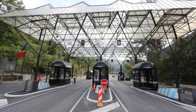 El conductor s'ha saltat les ordres d'aturada dels policies a la frontera amb Espanya