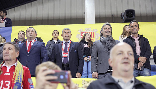 Fèlix Álvarez i Justo Ruiz, al centre, en el triomf de la selecció nacional contra Moldàvia a l'octubre.