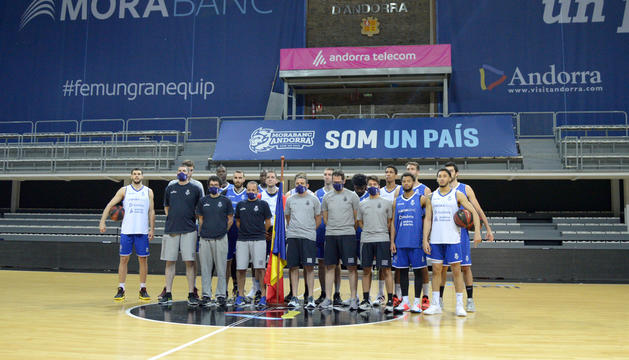 El MoraBanc Andorra recorda les 51 víctimes per la Covid-19.