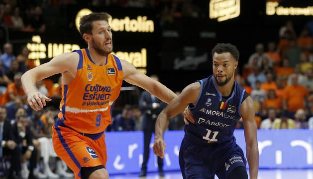 El MoraBanc en un partit contra el València Basket