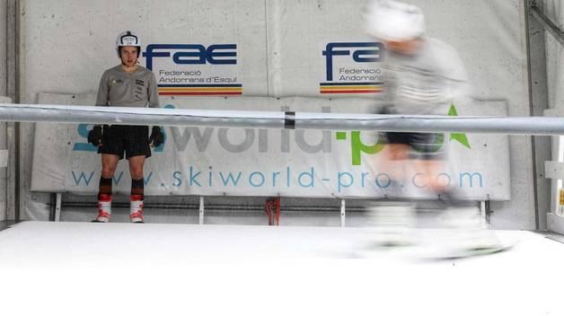 El simulador de la FAE que permet entrenar els esquiadors nacional durant l'estiu.