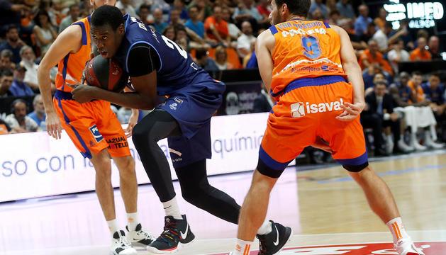 Duel a la Font de Sant Lluís entre València Basket i MoraBanc Andorra