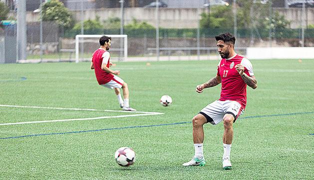 Els jugadors de l'Engordany Matias Rudler, en primer terme, i Hamza Ryahi, dimecres.