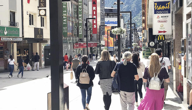 Els carrers de l'eix comercial no van registrar grans acumulacions de compradors.