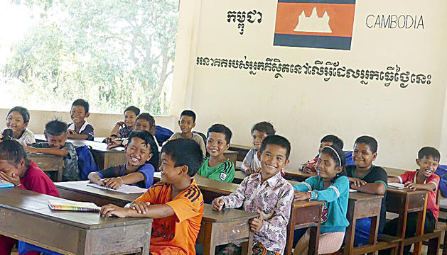 Nens i nenes en una de les aules de la llar cambodjana.