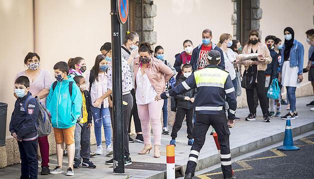 Els infants tornant a l'escola després de l'emergència sanitària.