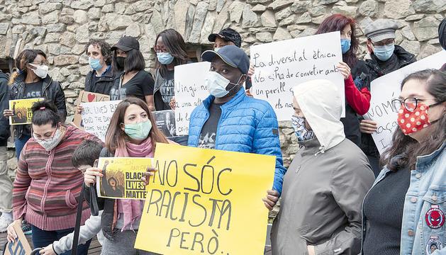 La concentració en contra del racisme i la xenofòbia que va tenir lloc davant de l'edifici del Consell General.