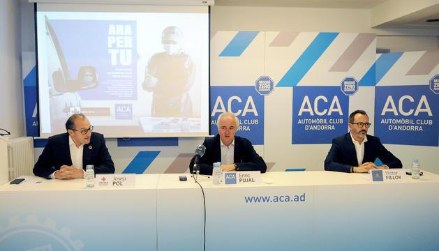 El president de la Creu Roja, Josep Pol, el president de l'ACA, Enric Pujal, i el ministre d'Afers Socials, Víctor Filloy