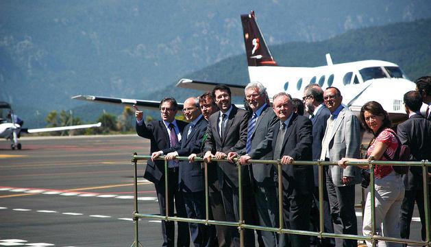 Les autoritats el dia de la inauguració de la reforma de l'aeròdrom de la Seu.