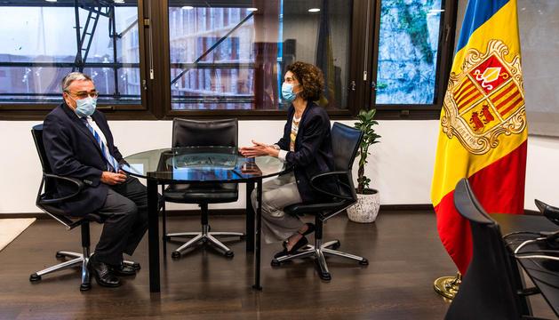 L'ambaixador espanyol, Àngel Ros, i Maria Ubach, a l'oficina de la ministra d'Afers Exteriors ahir al vespre.