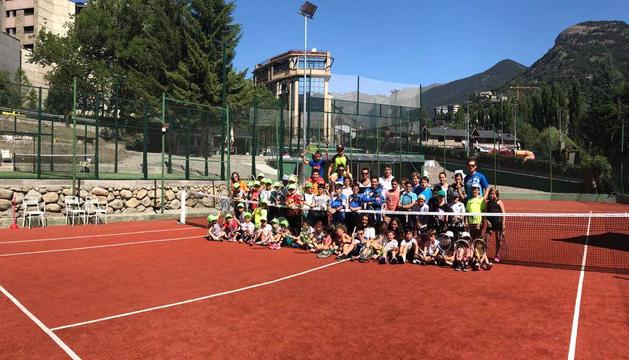 Participants al campus de tenis Jean Ba Poux.