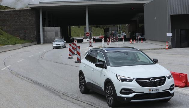Vehicles andorrans entrant a França a primera hora de la tarda al Pas