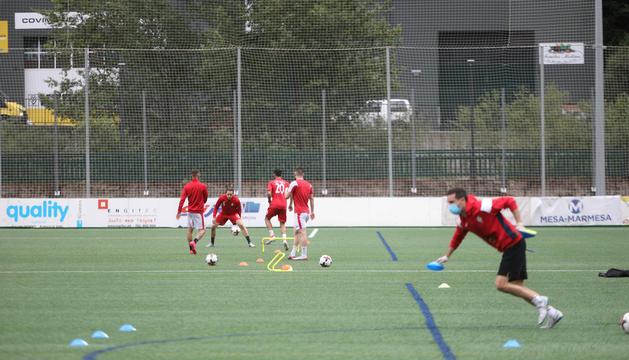 Jugadors de l'UE Engordany entrenant a la Borda Mateu.