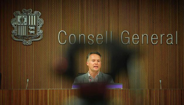 Ferran Costa durtant la compareixença al Consell General