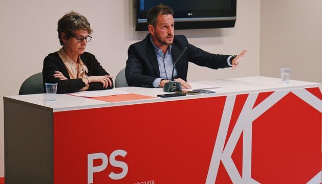 La presidenta del PS, Susanna Vela, i el president del grup parlamentari socialdemòcrata, Pere López